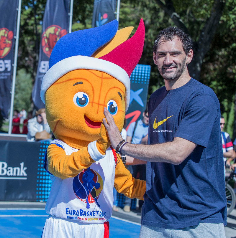 EuroBasket 2015 mascot Frenkie with former Spanish international Jorge Garbajosa